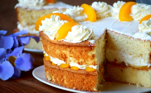 peaches and cream sponge cake
