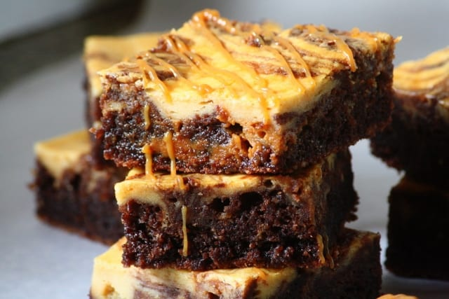 Brownie cheesecake con dulce de leche