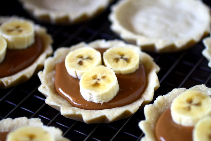 Mini banoffee pies with filling and bananas