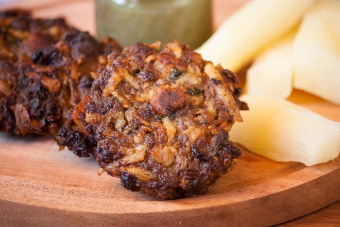 beef and cassava burgers with boiled cassava